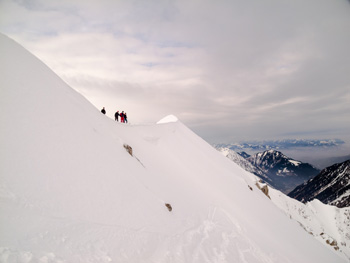 Skitourengeher auf dem Grat zum Gaishorn
